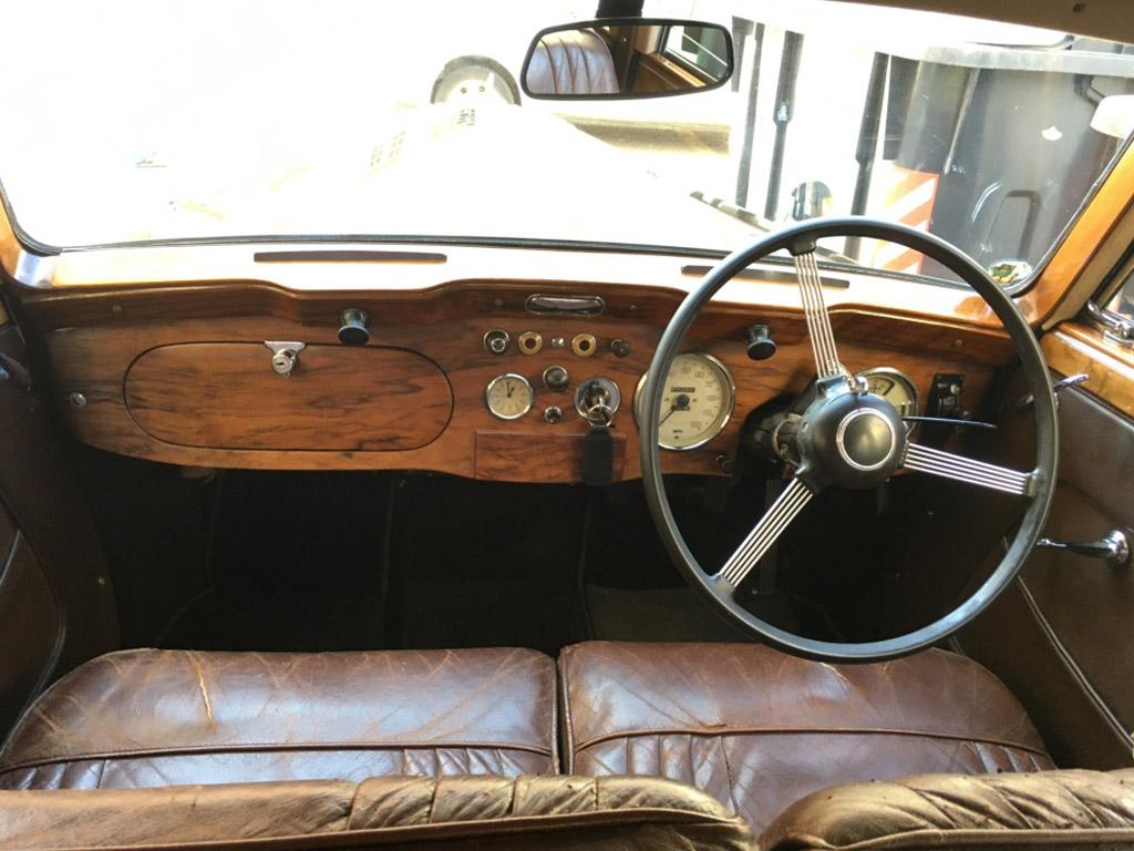 interior vehiculo historico DaimlerConsort